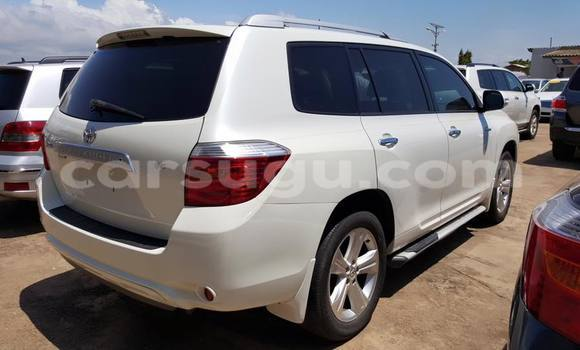 Acheter Occasion Voiture Toyota Highlander Blanc à Ouagadougou au Burkina-Faso