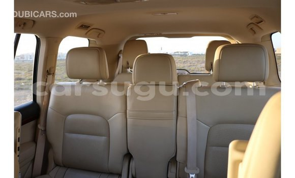 Acheter Importé Voiture Toyota IST Blanc à Import - Dubai, Burkina-Faso