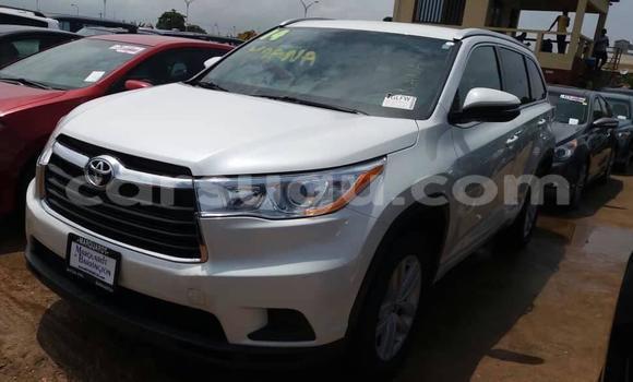 Acheter Occasion Voiture Toyota Highlander Blanc à Ouagadougou, Burkina-Faso