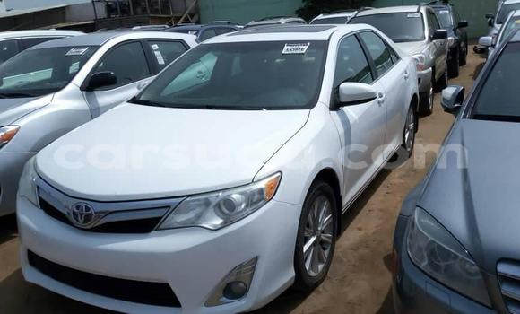 Acheter Occasion Voiture Toyota Camry Blanc à Ouagadougou, Burkina-Faso