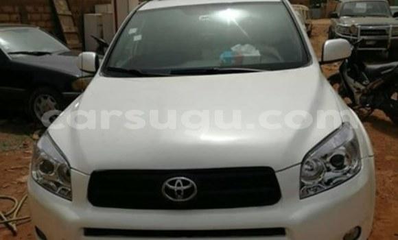 Acheter Occasion Voiture Toyota RAV4 Blanc à Ouagadougou, Burkina-Faso