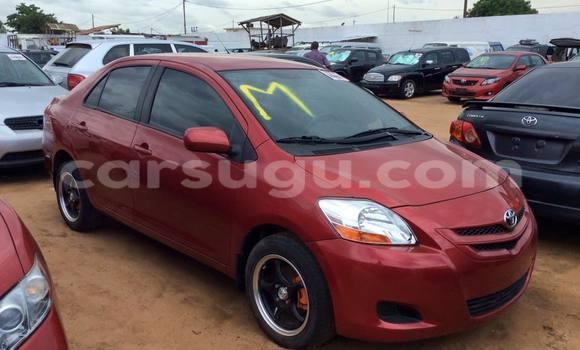 Acheter Occasions Voiture Toyota Yaris Rouge à Ouagadougou au Burkina-Faso