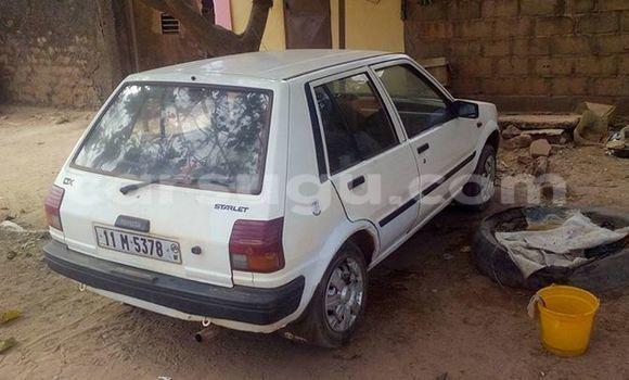 Acheter Occasion Voiture Toyota Starlet Blanc à Ouagadougou, Burkina-Faso