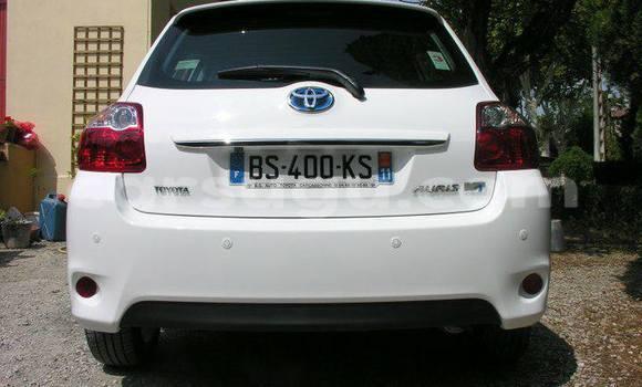 Acheter Occasion Voiture Toyota Auris Blanc à Ouagadougou au Burkina-Faso