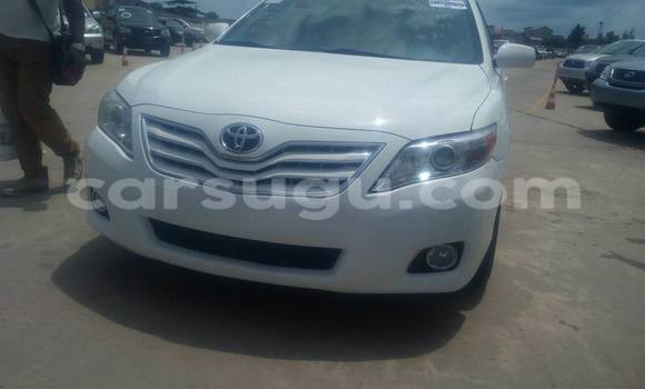 Acheter Occasions Voiture Toyota Camry Blanc à Ouagadougou, Burkina-Faso