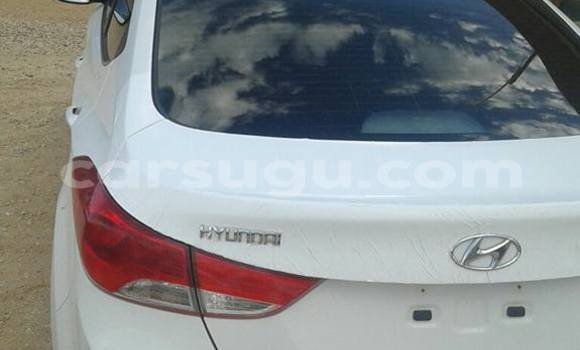 Acheter Occasion Voiture Hyundai Elantra Blanc à Ouagadougou, Burkina-Faso