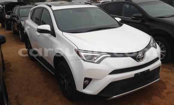 Acheter Voiture Toyota RAV4 Blanc à Bobo Dioulasso en Burkina-Faso