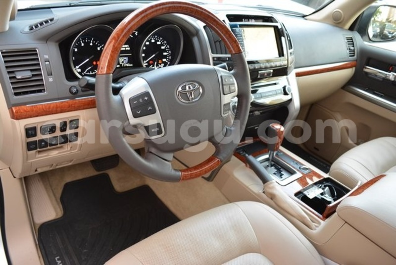 Big with watermark 2014 toyota land cruiser8