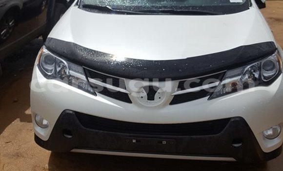 Acheter Occasion Voiture Toyota RAV4 Blanc à Ouagadougou au Burkina-Faso