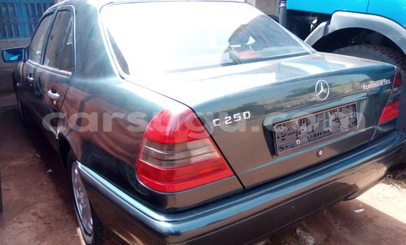 Acheter Voiture Mercedes-Benz C-Class Vert à Bobo Dioulasso en Burkina-Faso