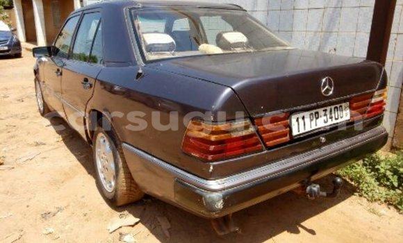Acheter Occasion Voiture Mercedes‒Benz 230 Bleu à Ouagadougou au Burkina-Faso