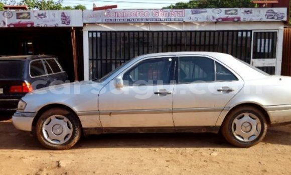 Acheter Occasion Voiture Mercedes‒Benz 300-Series Gris à Ouagadougou au Burkina-Faso