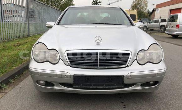 Acheter Occasion Voiture Mercedes‒Benz 200 Blanc à Ouagadougou au Burkina-Faso