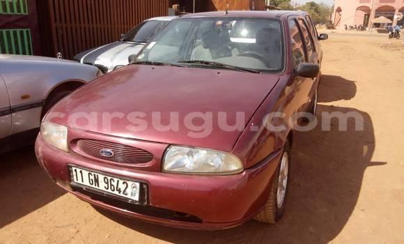 Sayi Na hannu Ford Fiesta Rouge Mota in Ouagadougou a Burkina-Faso