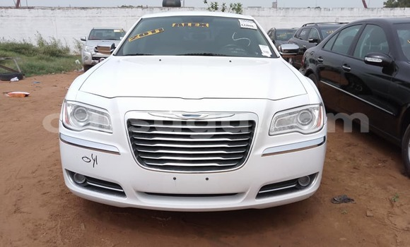 Acheter Occasion Voiture Chrysler 300 Blanc à Ouagadougou, Burkina-Faso