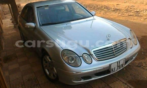 Acheter Occasion Voiture Mercedes‒Benz E-Class Gris à Ouagadougou au Burkina-Faso