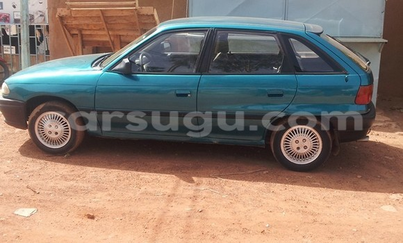Acheter Occasion Voiture Opel Astra Bleu à Ouagadougou au Burkina-Faso