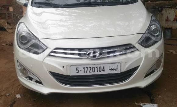 Acheter Occasion Voiture Hyundai i40 Blanc à Ouagadougou, Burkina-Faso