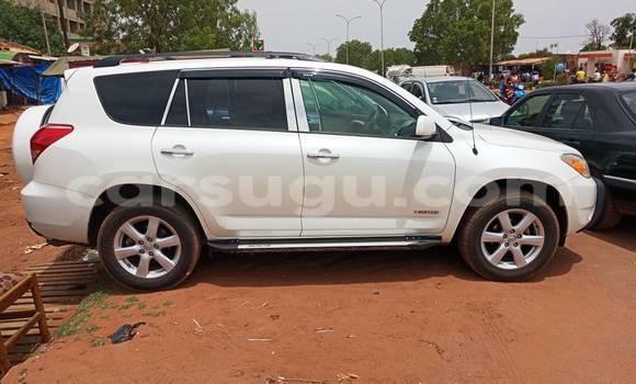 Acheter Occasion Voiture Toyota RAV4 Blanc à Bobo Dioulasso au Burkina-Faso