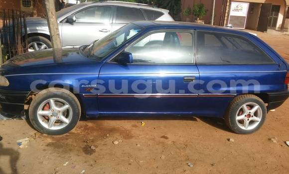 Acheter Occasion Voiture Renault Megane Bleu à Ouagadougou au Burkina-Faso