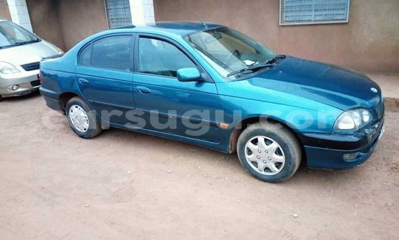 Acheter Occasions Voiture Toyota Avensis Bleu à Ouagadougou au Burkina-Faso