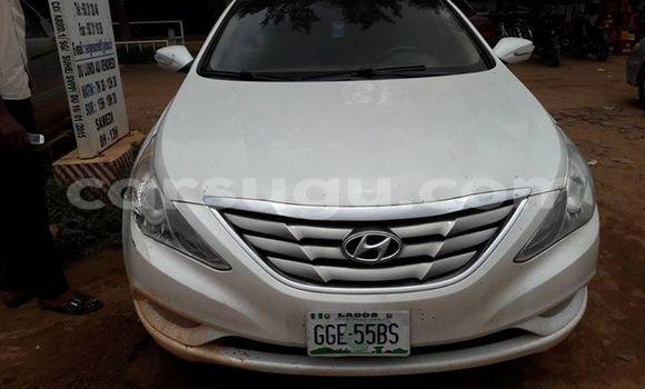 Acheter Occasions Voiture Hyundai Sonata Blanc à Ouagadougou au Burkina-Faso