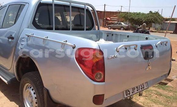 Acheter Occasions Voiture Mitsubishi L200 Gris à Ouagadougou au Burkina-Faso