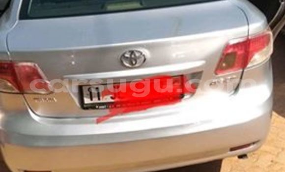 Acheter Occasions Voiture Toyota Avensis Gris à Ouagadougou au Burkina-Faso