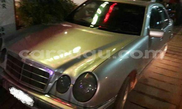 Acheter Occasions Voiture Mercedes‒Benz E–Class Gris à Ouagadougou au Burkina-Faso