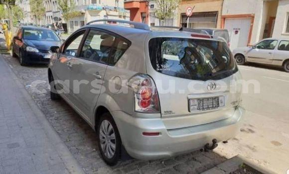 Acheter Occasions Voiture Toyota Verso Gris à Ouagadougou, Burkina-Faso