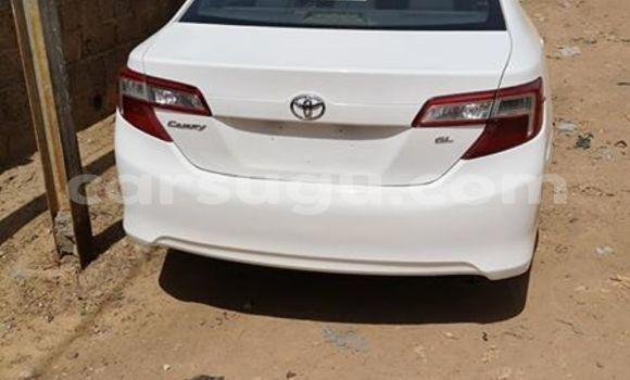 Acheter Importer Voiture Toyota Camry Blanc à Ouagadougou, Burkina-Faso