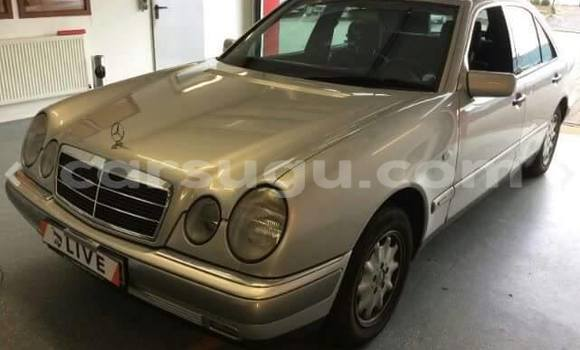 Acheter Occasion Voiture Mercedes‒Benz E-Class Noir à Ouagadougou au Burkina-Faso
